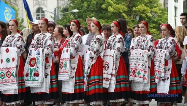 В Харькове Парад вышиванок собрал две тысячи человек