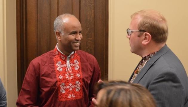 Канадський міністр похизувався своєю вишиванкою