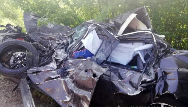 На Запоріжжі Toyota влетіла у вантажівку, двоє загиблих