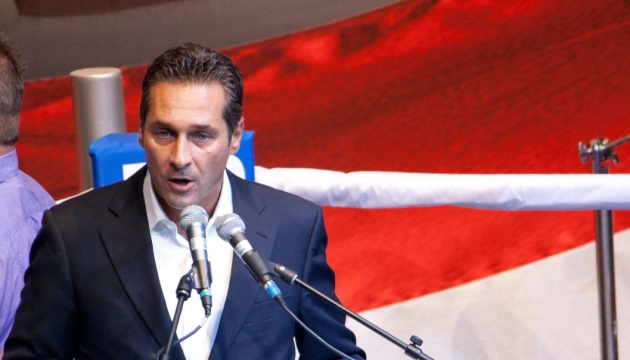 Вице-канцлер Австрии подал в отставку из-за скандала с российскими деньгами