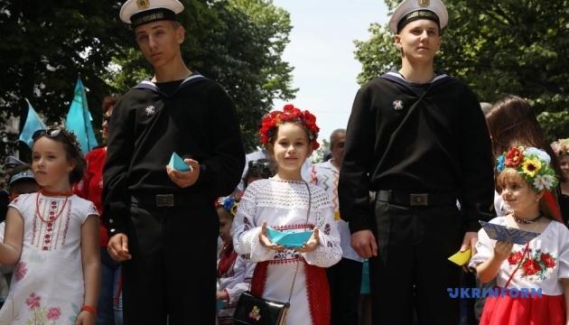 В Одессе поддержали пленных моряков маршем в вышиванках