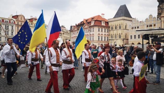 Парад вишиванок у Празі нагадав про політв'язнів Кремля