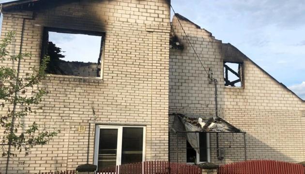 Блискавка спалила будинок поліцейського на Рівненщині