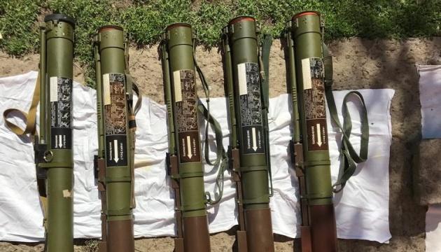 На Луганщині в гаражі знайшли арсенал зброї