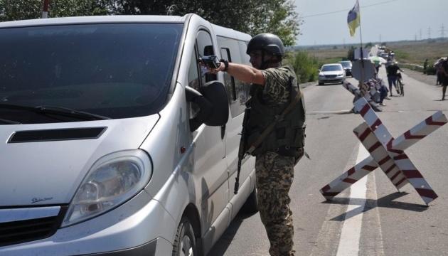 У пунктах пропуску на Донбасі у чергах стоять 250 авто