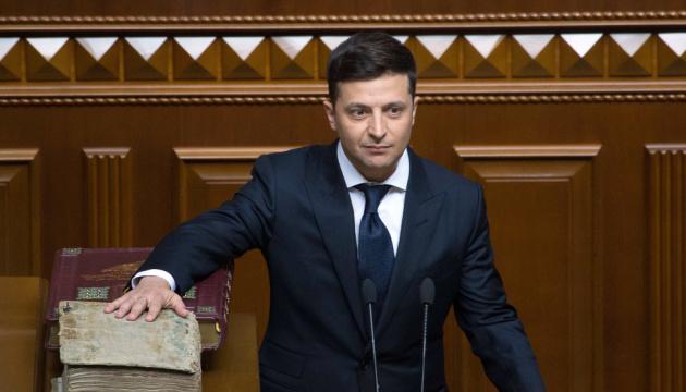 ゼレンシキー氏、ウクライナ国民への忠誠を宣誓 大統領へ就任
