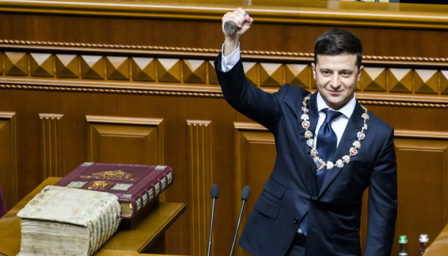 Zelensky sworn in as Ukrainian president