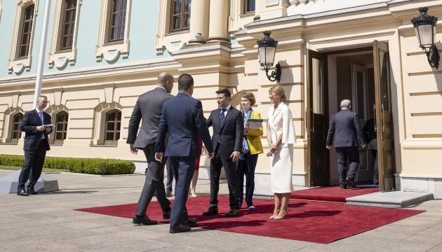 Зеленський приймає глав іноземних делегацій у Маріїнському палаці