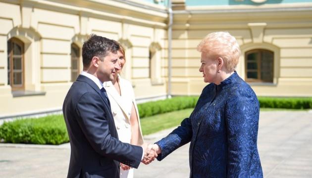 President of Lithuania congratulates Zelensky