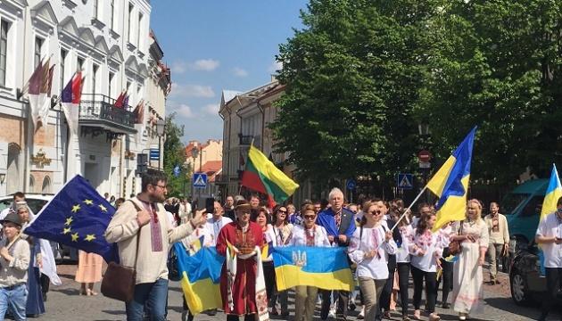 У Вільнюсі відбулося свято до Дня вишиванки