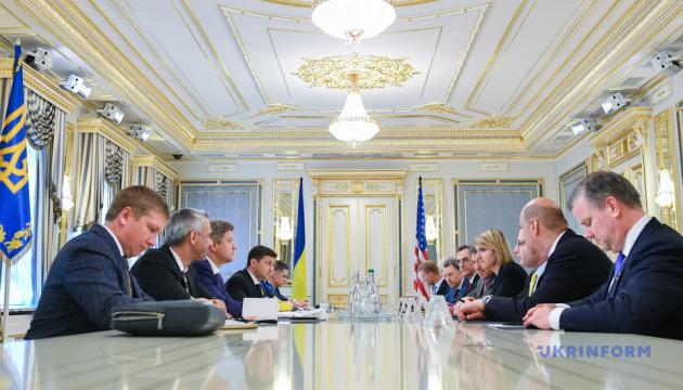 Зеленський обговорив з представниками США протидію російській агресії