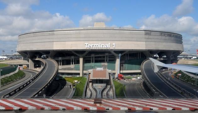 У Франції сотні нелегалів захопили аеропорт