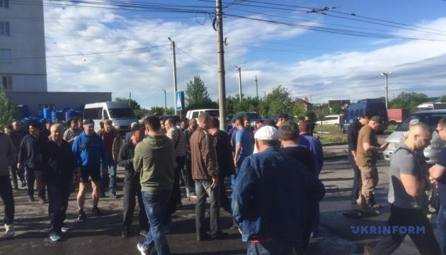 Протестувальники перекрили одну з найбільших вулиць Чернівців