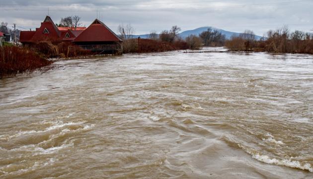 На заході України продовжується підвищення рівнів води у річках