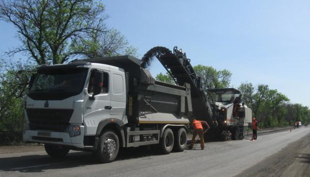 На Донеччині ремонтують національну трасу Запоріжжя-Маріуполь