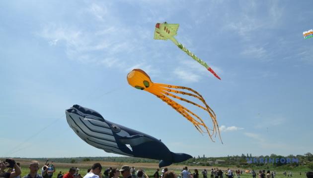 Як в Ольшанській тергромаді відзначали фестиваль повітряних зміїв