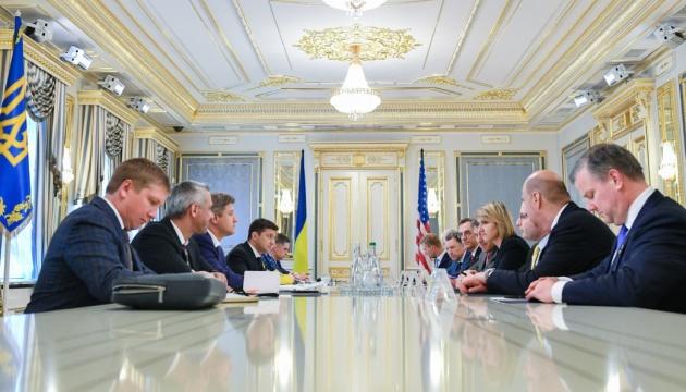 Selenskyj und Kobolew erörtern mit US-Delegation Aussichten auf Lieferungen von Flüssiggas