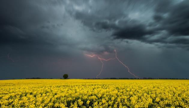 """Від +5° та грози — чим погода """"потішить"""" українців у перший день літа"""