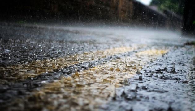 Непогода обесточила 23 населенных пункта в трех областях Украины