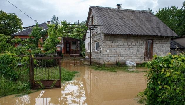 Постраждалим від повені на Прикарпатті почали нараховувати допомогу