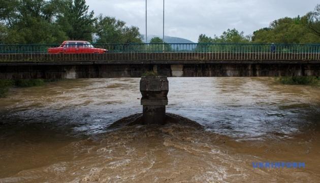 Велика вода: підтоплення загрожує дорозі Одеса-Рені