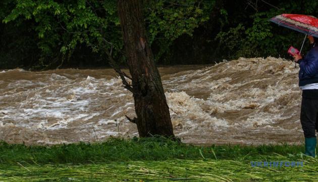 Синоптики попереджають про підйом води у річках