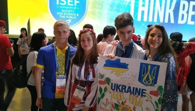 Школярка з Донеччини стала призеркою міжнародного наукового конкурсу в США