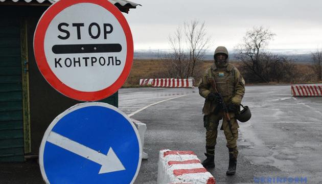 """Донбас: 39 """"дозвільних"""" списків на КПВВ замінять одним - заборонених товарів"""