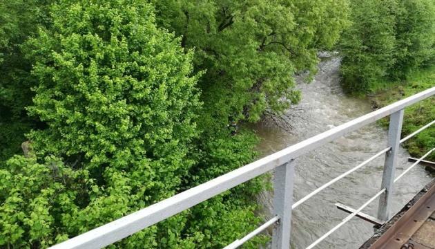 Через сильні дощі очікуються підйоми рівнів води у річках на заході України