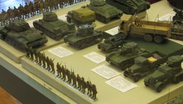 В Чернигове открылась уникальная выставка моделей военной техники