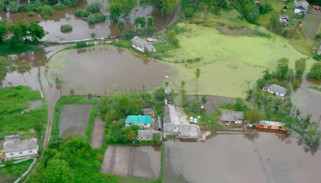 Сильні дощі підтопили понад 230 господарств у двох областях