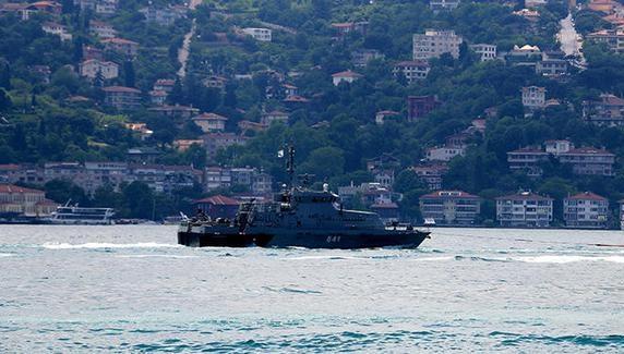Два кораблі ЧФ РФ перетнули Босфор у супроводі берегової охорони Туреччини