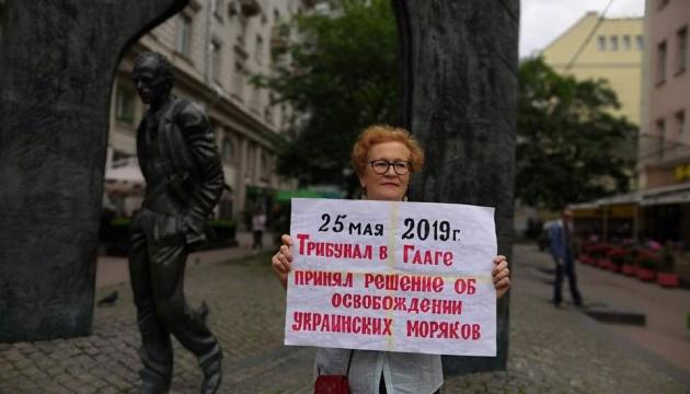 В Москве задержали правозащитницу за одиночный пикет в поддержку украинских моряков