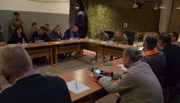 Військовим радникам з країн ОБСЄ показали новітню російську зброю на Донбасі