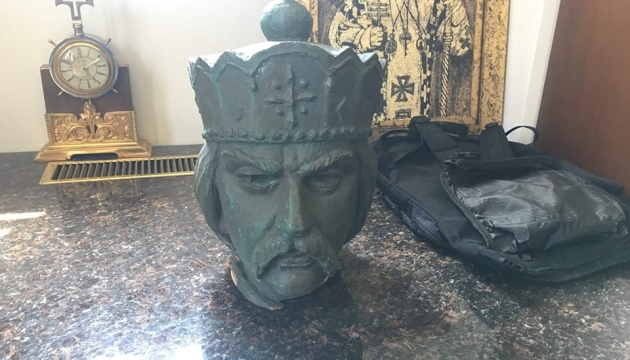 У Вінніпезі знайшли одну з частин пошкодженого пам'ятника Святому Володимиру
