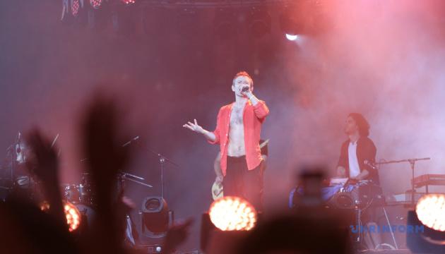 人気ロックグループ「オケアン・エリジ」が大型コンサート開催 クリミア・タタール民族応援歌も披露
