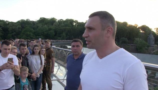 Кличко обіцяє, що захисне скло на новому мосту відновлять протягом доби