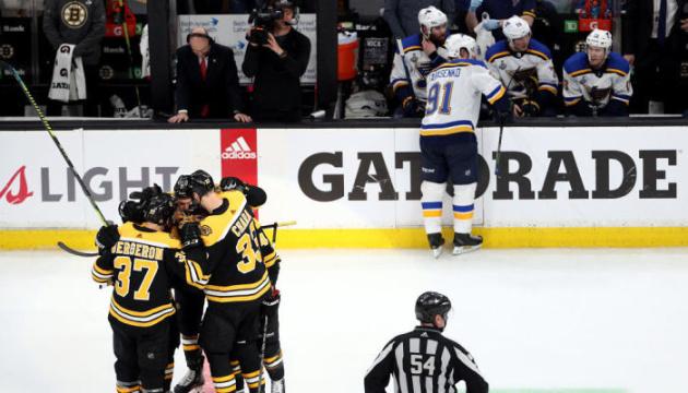 """Хокеїсти """"Бостона"""" лідирують у фінальній серії Кубка Стенлі"""