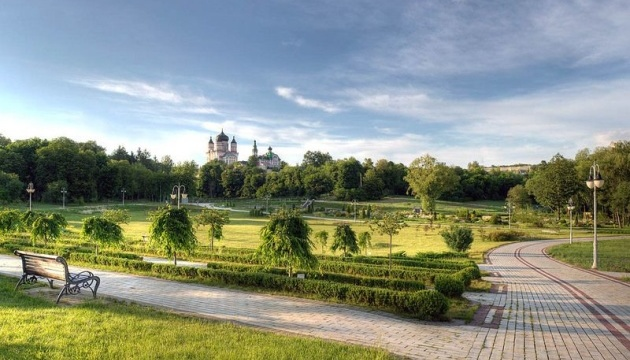 У Києві опублікували графік поливу скверів та парків
