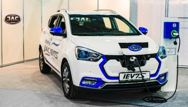 ボフダン社、電気自動車「JAC」を発表