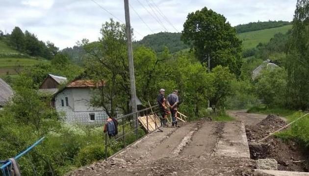 Паводок на Закарпатті: відновили сполучення через зруйнований міст