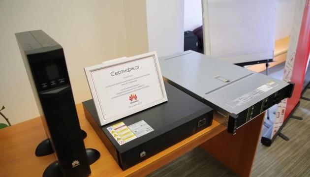 Львівська бібліотека отримала сучасне обладнання від Huawei
