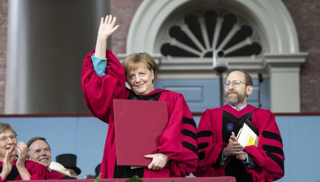Меркель стала почетным доктором Гарварда и дала советы его выпускникам