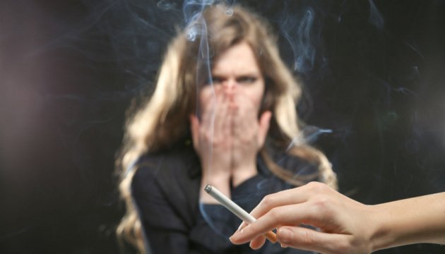 Ежедневно из-за пассивного курения умирает пятеро украинцев