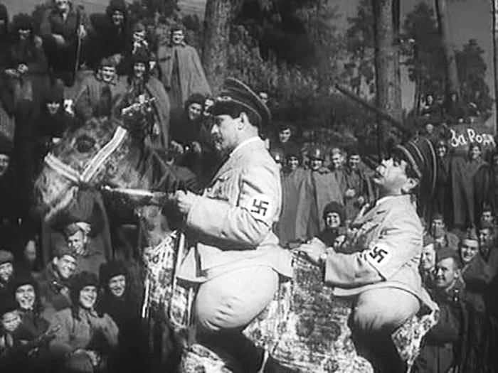 один із фронтових виступів дуету перед радянськими бійцями 1