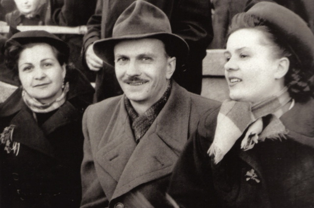 із першо. жружиною Ольгою Кусенко (праворуч)