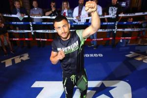 ボクシングのロマチェンコ選手、キャンベル選手との対戦に向けた練習開始