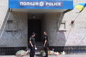 Les deux policiers accusés de meurtre du petit garçon ont été limogés