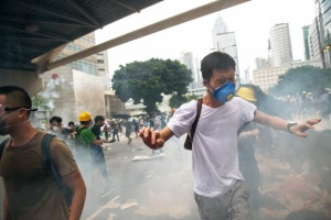 Протесты в Гонконге: полиция применила слезоточивый газ и резиновые пули