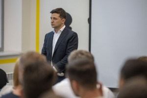 Зеленський скасував указ про шкільну форму
